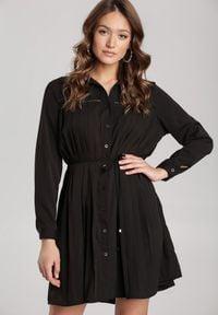 Renee - Czarna Sukienka Newfalls. Okazja: na co dzień. Kolor: czarny. Długość rękawa: długi rękaw. Wzór: ażurowy. Typ sukienki: koszulowe, rozkloszowane, szmizjerki. Styl: casual, retro