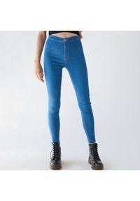 Sinsay - Jeansy super skinny z wysokim stanem ECO AWARE - Niebieski. Stan: podwyższony. Kolor: niebieski