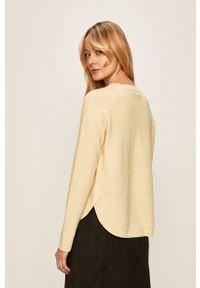 Vero Moda - Sweter. Kolor: żółty. Materiał: dzianina. Długość rękawa: raglanowy rękaw. Wzór: gładki