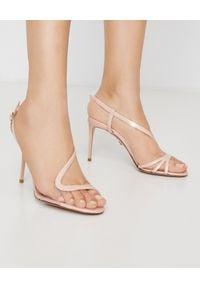 LE SILLA - Beżowe sandały z lakierowanej skóry. Zapięcie: klamry. Kolor: beżowy. Materiał: skóra, lakier. Wzór: paski. Obcas: na obcasie. Wysokość obcasa: średni
