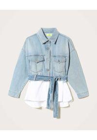 TwinSet - TWINSET - Kurtka jeansowa Alhena wstawką z popeliny. Kolor: biały. Materiał: jeans. Długość rękawa: długi rękaw. Długość: długie. Wzór: aplikacja