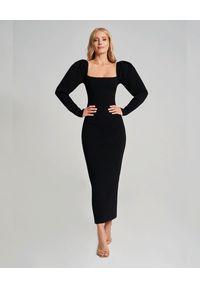 SELF LOVE - Czarna sukienka Oslo. Typ kołnierza: kokarda, dekolt kwadratowy, dekolt na plecach. Kolor: czarny. Materiał: wiskoza. Typ sukienki: dopasowane. Styl: klasyczny, elegancki. Długość: maxi