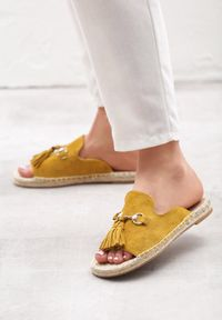 Żółte klapki Born2be