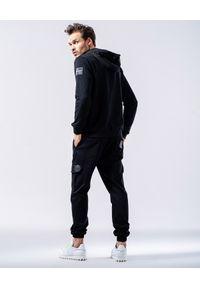 GUNS & TUXEDOS - Luźne spodnie Morbo. Kolor: czarny. Materiał: tkanina, elastan, bawełna