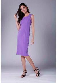 Nommo - Fioletowa Szykowna Sukienka Ołówkowa bez Rękawów. Kolor: fioletowy. Materiał: wiskoza, poliester. Długość rękawa: bez rękawów. Typ sukienki: ołówkowe. Styl: elegancki