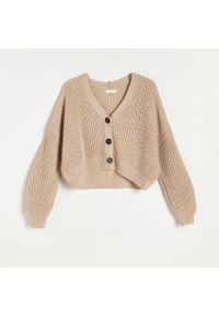Beżowy sweter Reserved krótki, z dekoltem w serek