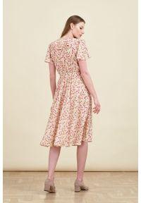 Marie Zélie - Sukienka Eulalia Matthiola różowa. Kolor: różowy. Materiał: wiskoza. Długość rękawa: krótki rękaw. Długość: midi