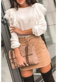 Biała bluzka IVET w kolorowe wzory, z falbankami, elegancka