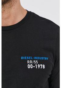 Diesel - Longsleeve bawełniany. Okazja: na co dzień. Kolor: czarny. Materiał: bawełna. Długość rękawa: długi rękaw. Wzór: nadruk. Styl: casual