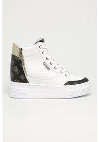 Białe buty sportowe Guess z cholewką, na koturnie, na średnim obcasie, z okrągłym noskiem