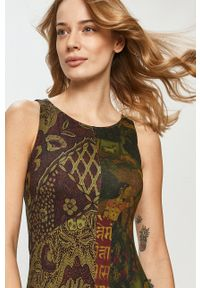 Desigual - Sukienka. Kolor: zielony. Materiał: tkanina. Typ sukienki: asymetryczne, rozkloszowane