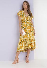 Born2be - Żółta Sukienka Z Paskiem Lamimoni. Kolor: żółty