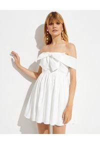 SELF PORTRAIT - Biała sukienka mini z kokardą. Typ kołnierza: kokarda. Kolor: biały. Typ sukienki: z odkrytymi ramionami. Długość: mini