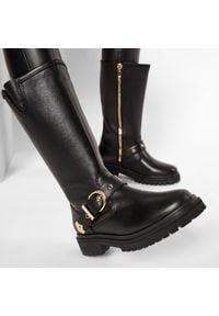 Versace Jeans Couture - Kozaki VERSACE JEANS COUTURE - E0VZAS40 71563 899. Kolor: czarny. Materiał: skóra. Szerokość cholewki: normalna. Obcas: na obcasie. Wysokość obcasa: średni