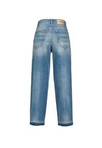 Pinko - PINKO - Spodnie Madness Mom Fit z dziurami. Stan: podwyższony. Kolor: niebieski. Wzór: aplikacja