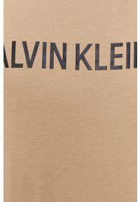 Calvin Klein Jeans - T-shirt. Okazja: na co dzień. Kolor: beżowy. Materiał: dzianina. Wzór: gładki. Styl: casual