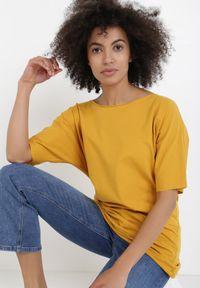 Born2be - Żółty T-shirt Kissosi. Kolor: żółty