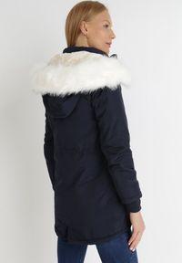 Born2be - Granatowa Kurtka Lavendia. Kolor: niebieski. Materiał: futro, materiał. Długość: długie. Sezon: zima