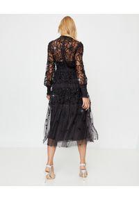 NEEDLE & THREAD - Czarna sukienka midi Whitethorn. Kolor: czarny. Materiał: tiul, materiał. Wzór: haft, kwiaty, aplikacja. Styl: elegancki. Długość: midi