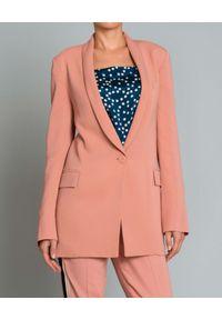 Beatrice B - BEATRICE B - Różowa marynarka. Okazja: do pracy, na co dzień. Kolor: różowy, wielokolorowy, fioletowy. Długość: długie. Wzór: aplikacja. Styl: elegancki, casual