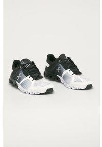 Czarne buty sportowe On Running z okrągłym noskiem, na sznurówki, z cholewką