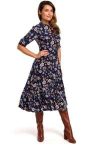MOE - Rozkloszowana Sukienka z Dopasowaną Górą Model 2. Materiał: wiskoza. Wzór: kwiaty