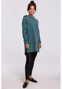 e-margeritka - Bluza długa oversize z kapturem zielona - s/m. Typ kołnierza: kaptur. Kolor: zielony. Materiał: poliester, dzianina, bawełna, materiał. Długość: długie. Wzór: gładki