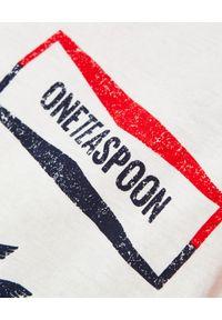 ONETEASPOON - Reglanowa koszulka z kolibrem. Kolor: czerwony. Materiał: tkanina. Wzór: nadruk, aplikacja