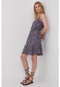 Pieces - Sukienka. Kolor: czarny. Materiał: materiał, tkanina, wiskoza. Długość rękawa: na ramiączkach. Typ sukienki: rozkloszowane