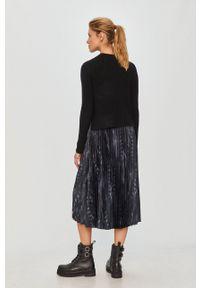 AllSaints - Sukienka i sweter. Kolor: czarny. Długość rękawa: na ramiączkach. Typ sukienki: plisowane