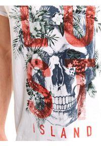 Szary t-shirt TOP SECRET z krótkim rękawem, z nadrukiem