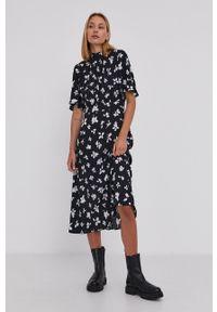 Answear Lab - Sukienka. Typ kołnierza: kołnierzyk stójkowy. Kolor: czarny. Materiał: tkanina. Długość rękawa: krótki rękaw. Typ sukienki: rozkloszowane. Styl: wakacyjny