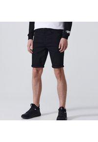 Cropp - Jeansowe szorty - Czarny. Kolor: czarny. Materiał: jeans