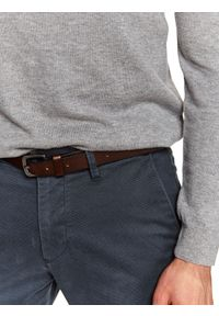 TOP SECRET - Spodnie chino we wzór regular fit. Okazja: do pracy, na co dzień. Kolor: szary. Materiał: materiał. Sezon: wiosna. Styl: klasyczny, casual