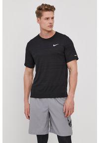 Nike - T-shirt. Okazja: na co dzień. Kolor: czarny. Materiał: włókno, skóra, tkanina. Styl: casual