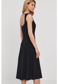 Patrizia Pepe - Sukienka. Kolor: czarny. Materiał: dzianina. Wzór: gładki. Typ sukienki: rozkloszowane