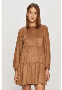 Noisy may - Noisy May - Sukienka. Kolor: brązowy. Materiał: tkanina. Długość rękawa: długi rękaw. Wzór: gładki. Typ sukienki: rozkloszowane