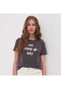 Szary t-shirt Sinsay z nadrukiem
