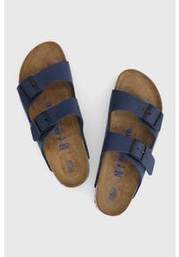 Birkenstock - Klapki Arizona. Kolor: niebieski. Materiał: materiał, guma. Wzór: gładki. Obcas: na obcasie. Wysokość obcasa: niski