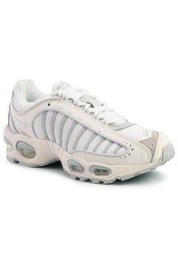 Białe buty sportowe Nike na co dzień, z cholewką