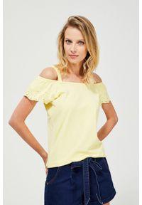 Żółta bluzka MOODO z haftami, krótka, z okrągłym kołnierzem, z krótkim rękawem