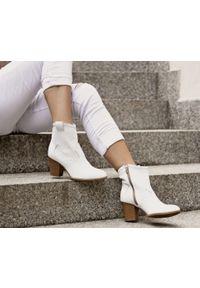 Białe botki Zapato