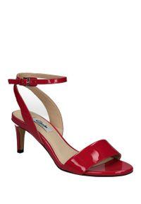 Różowe sandały Clarks eleganckie, na lato, w kolorowe wzory
