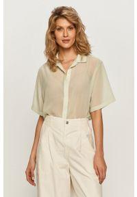 Levi's® - Levi's - Koszula. Okazja: na spotkanie biznesowe. Kolor: zielony. Materiał: tkanina. Długość rękawa: krótki rękaw. Długość: krótkie. Wzór: gładki. Styl: biznesowy