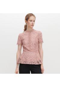 Różowa bluzka Reserved ze stójką, w ażurowe wzory