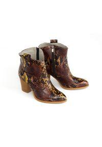 Zapato - wężowe botki kowbojki na słupku - skóra naturalna - model 471 - kolor kolorowy wąż. Materiał: skóra. Wzór: kolorowy. Obcas: na słupku