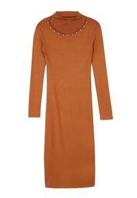 TROLL - Sukienka damska, zdobiona koralikami przy dekolcie. Okazja: na co dzień. Materiał: dzianina. Wzór: aplikacja. Sezon: jesień, zima. Typ sukienki: proste. Styl: elegancki, casual