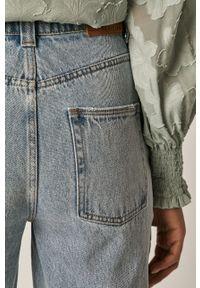 Niebieskie jeansy loose fit medicine