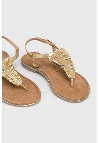 Złote sandały Tamaris na średnim obcasie, na obcasie