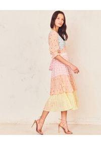 LOVE SHACK FANCY - Kolorowa sukienka midi Ollie. Okazja: na imprezę. Kolor: wielokolorowy, fioletowy, różowy. Materiał: materiał, bawełna. Wzór: kolorowy. Długość: midi
